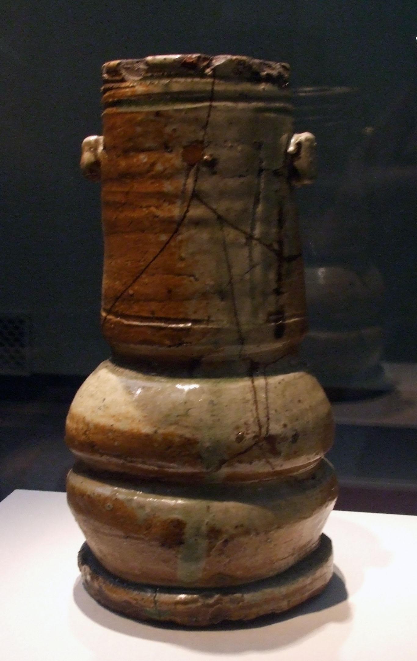shigaraki vase, japanese